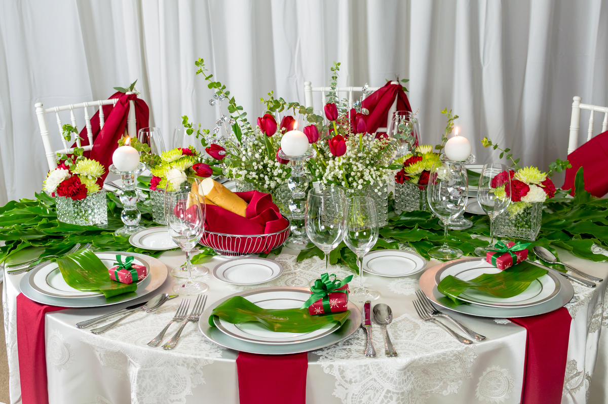Cheerful Christmas Tablescape Peerless Events And Tents
